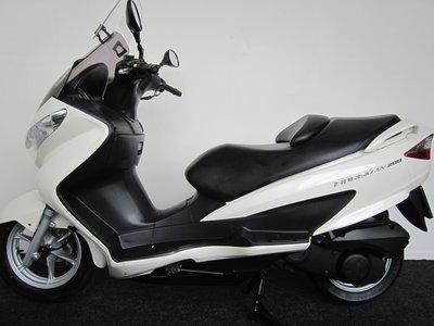 Suzuki UN200 Burgman motorscooter   ***VERKOCHT***