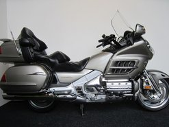 Honda-GL1800-GoldWing