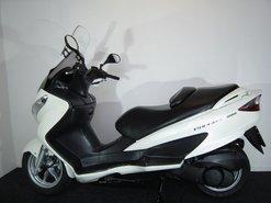 Suzuki-UN200-Burgman-motorscooter